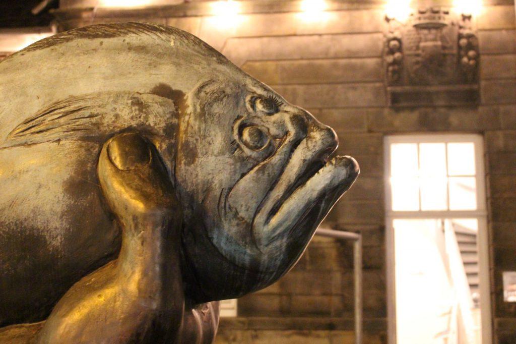 Butt von Günter Grass vor Museum